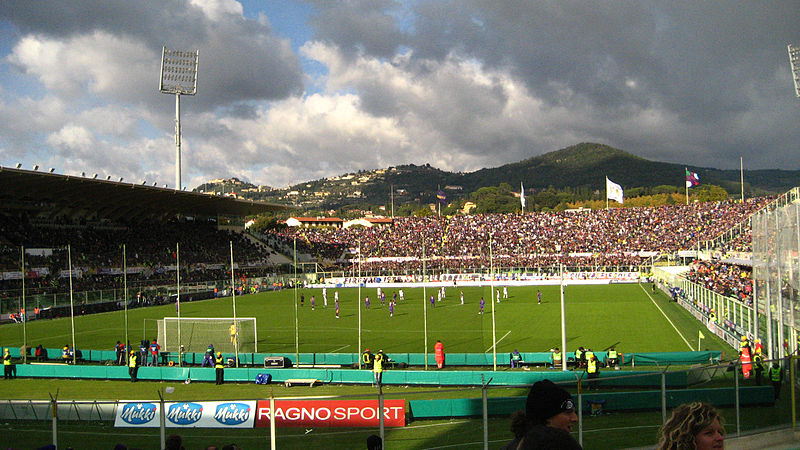 800px-Soccer_in_Florence,_Italy,_2007 [c] wikicommons