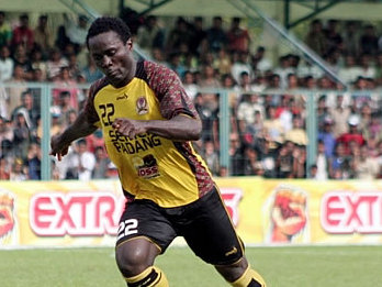 Semen Padang's star striker Edward Wilson Junior