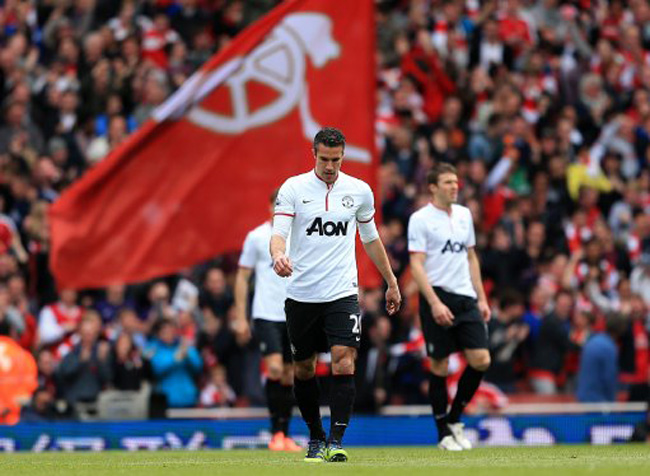 Arsenal draw Manchester United 1-1 on Robin van Persie's return to the Emirates.