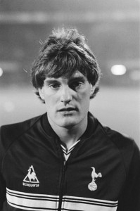 Glen Hoddle left England (probably due to a combination of the Heysel Ban and a lack of appreciation) in 1987. Why don't young English players lead for better opportunities abroad?