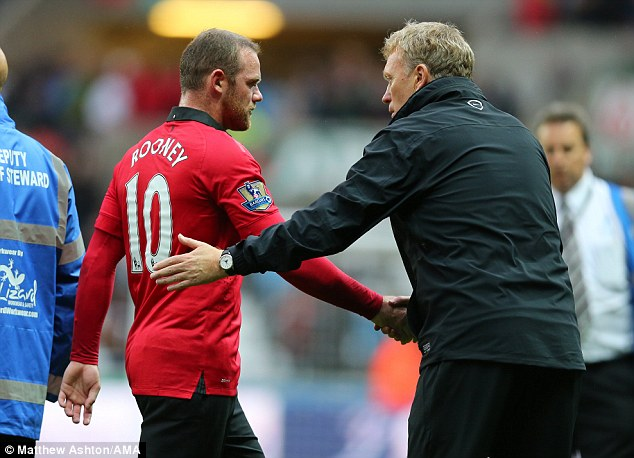 Moyes 'Cajoled' Rooney Into Staying Back