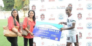 Mohun Bagan's Wahid Sali with the MOTM award against Churchill Brothers