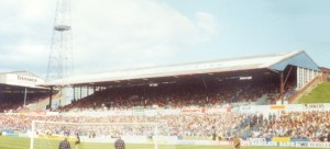 Elland_Road_-_Lowfields_Road_Stand_1991