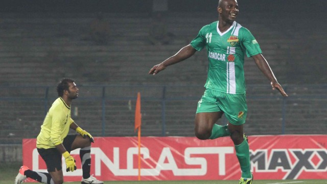 Dudu in action for Salgaocar in the 2013/14 I-League season.