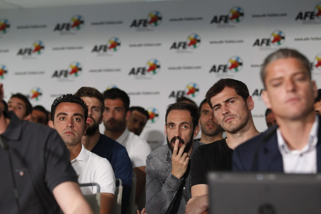 Spanish soccer players association announces strike