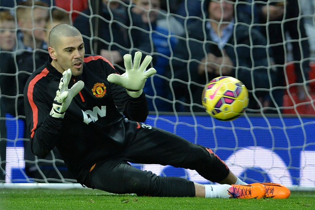 epa04555785 Manchester United's V ctor Valdes goes through his warm up routine before the English Premier League soccer match between Manchester United and Southampton at the Old Trafford in Manchester, Britain, 11 January 2015.  EPA/PETER POWELL DataCo terms and conditions apply  http://www.epa.eu/files/Terms%20and%20Conditions/DataCo_Terms_and_Conditions.pdf