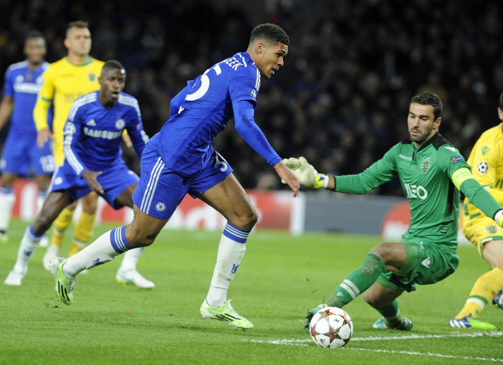 epa04523945 Chelsea's Ruben Loftus-Cheek (L) vies for the ball with Sporting Lisbon's goalkeeper Rui Patricio (R) during the UEFA Champions League group G soccer match between Chelsea and Sporting Lisbon, at Stamford Bridge in London, Britain, 10 December 2014.  EPA/GERRY PENNY