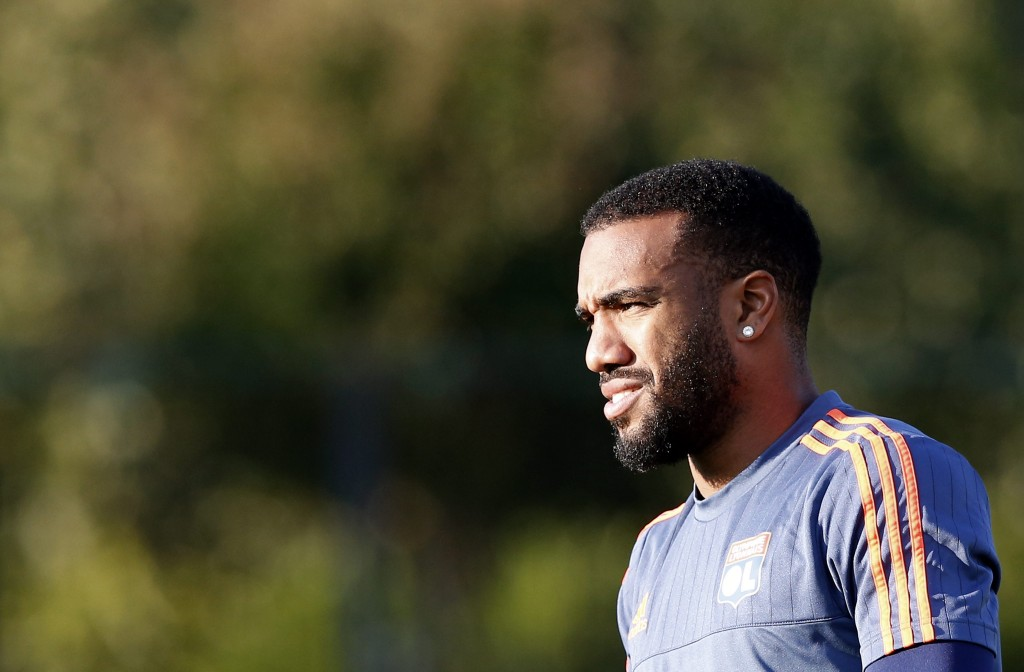 Alexandre Lacazette's recent form has reportedly earned him a new contract with a substantial pay-rise, something which is sure to make the 25-year-old happy. (Picture Courtesy - AFP/Getty Images)