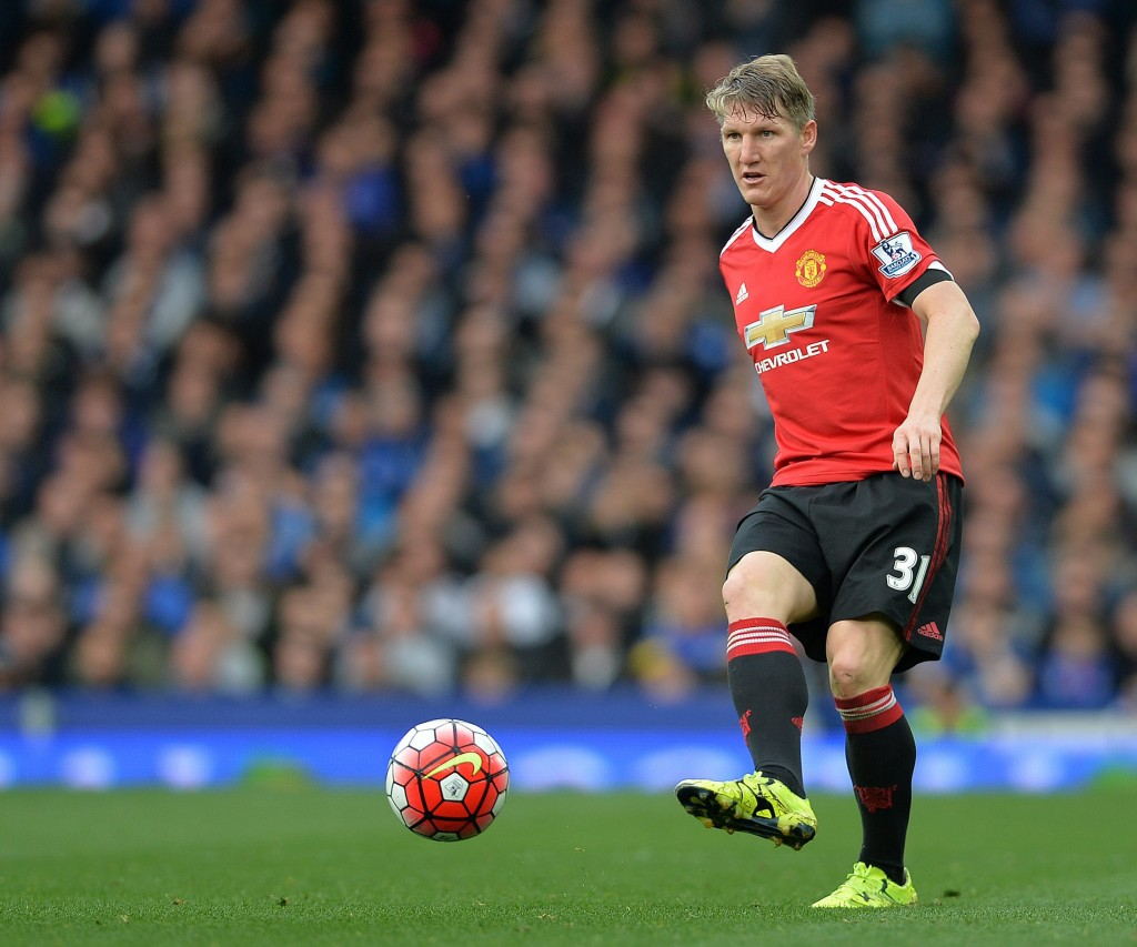 Manchester United's Bastian Schweinsteiger in action during the English Premier League soccer match between Everton and Manchester United at Goodison Park, Liverpool, Britain, 17 October 2015. (Photo by PETER POWELL/EPA)