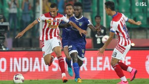 Coach Habas could go back to his original plan of playing Hume further back, with Valdo replacing Helder Postiga up front. [Image Courtesy: ISL Media Team]