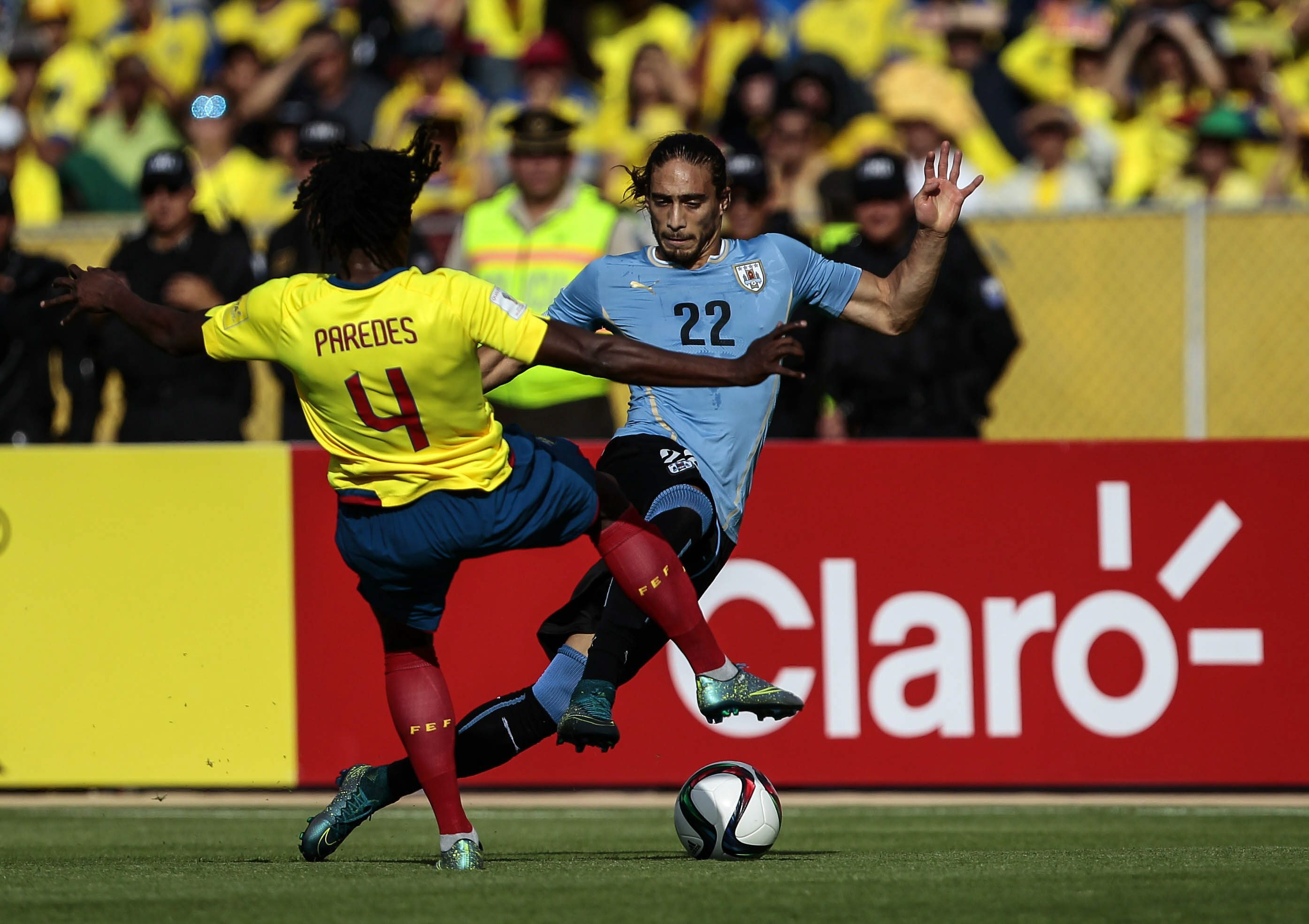 Ecuador's Juan Paredes (L) vies for the ball against Martin Caceres (R) of Uruguay during the FIFA World Cup 2018 qualification match between Ecuador and Uruguay at Atahualpa stadium Quito, Ecuador, 12 November 2015. EPA/JOSE JACOME