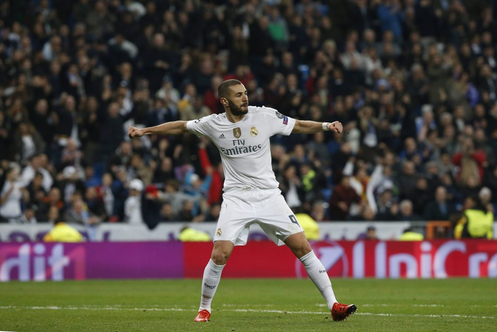 Real Madrid's French striker Karim Benzema celebrates scoring the 6-0 against Malmoe FF during their Champions League match played at Santiago Bernabeu stadium in Madrid, Spain (Photo by Kiko Huesca/EPA)