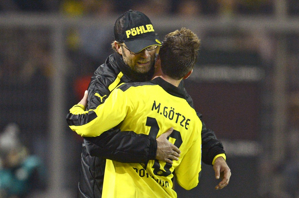 epa03475207 Dortmund's head coach Juergen Klopp (L) celebrates with Mario Goetze (R) during the German Bundesliga soccer match between Borussia Dortmund and SpVgg Greuther Fuerth in Dortmund, Germany, 17 November 2012. Dortmund won 3-1. (ATTENTION: EMBARGO CONDITIONS! The DFL permits the further utilisation of up to 15 pictures only (no sequential pictures or video-similar series of pictures allowed) via the internet and online media during the match (including halftime), taken from inside the stadium and/or prior to the start of the match. The DFL permits the unrestricted transmission of digitised recordings during the match exclusively for internal editorial processing only (e.g. via picture databases) EPA/BERND THISSEN