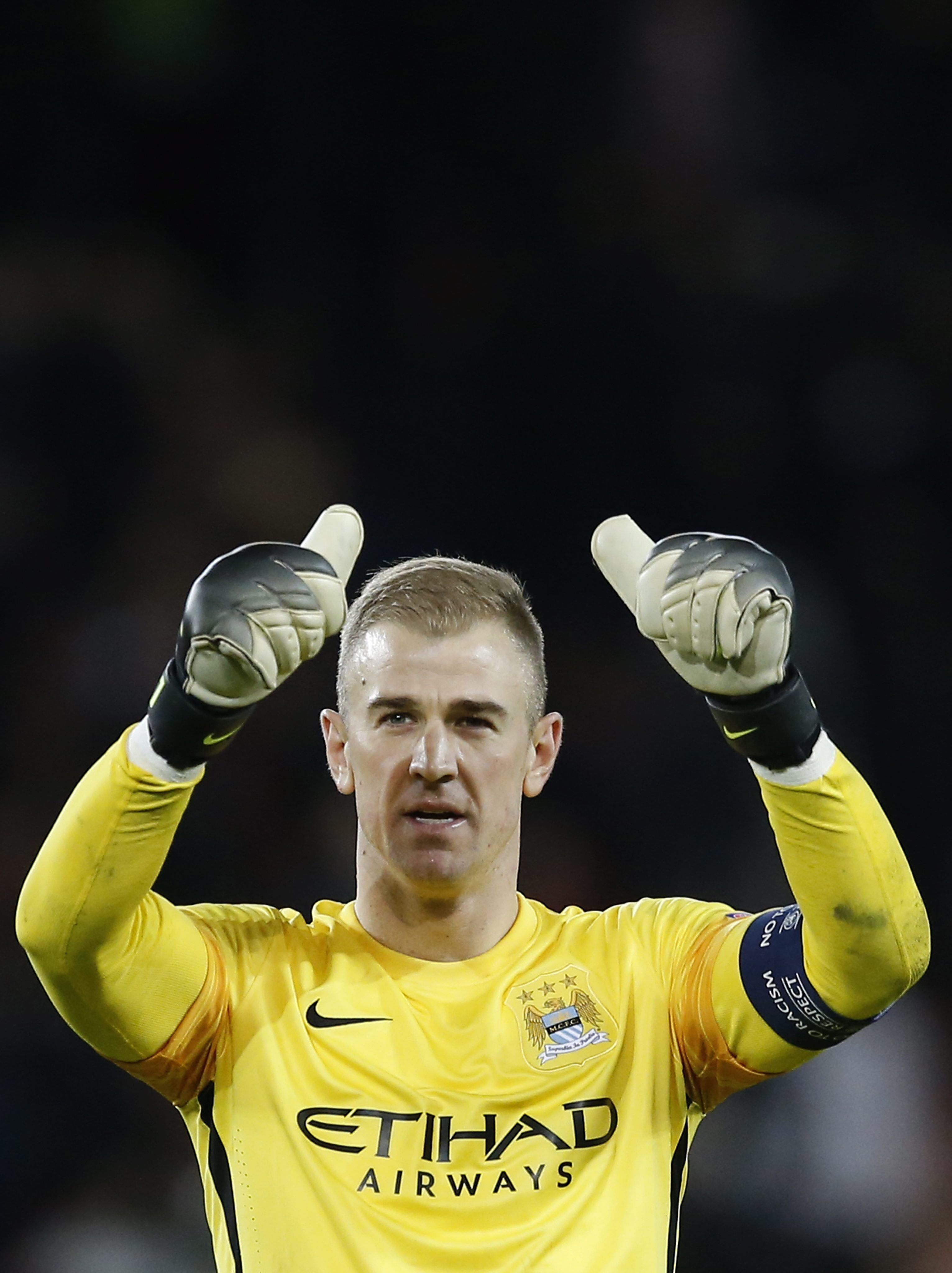 Manchester City goalkeeper Joe Hart reacts after the UEFA Champions League quarter final first leg soccer match between Paris Saint-Germain and Manchester City FC at the Parc des Princes Stadium in Paris, France, 06 April 2016. EPA/GUILLAUME HORCAJUELO