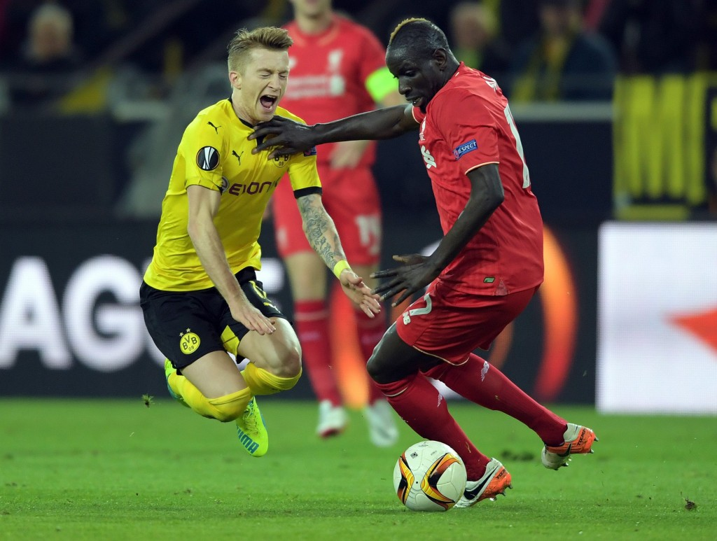Dortmund's Marco Reus (L) and Liverpool's Mamadou Sakho in action during the UEFA Europa League quarter final first leg soccer match Borussia Dortmund vs FC Liverpool in Dortmund, Germany, 07 April 2016. EPA/FEDERICO GAMBARINI