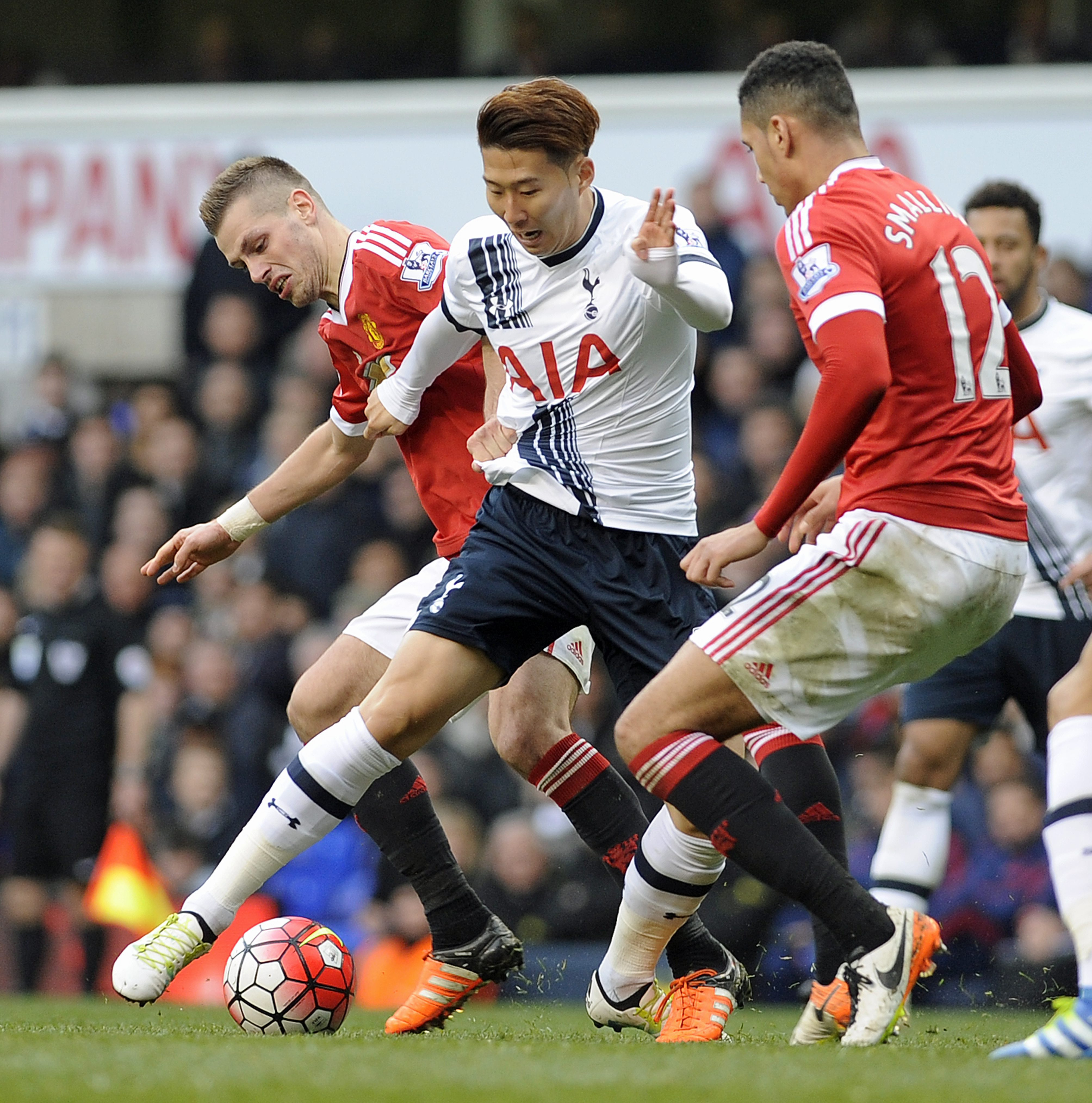 Tottenham Hotspur's Heung-Min Son takes on Manchester United's Chris Smalling (R) during the English Premier League soccer match between Tottenham Hotspur and Manchester United at White Hart Lane in London, Britain, 10 April 2016. EPA/GERRY PENNY