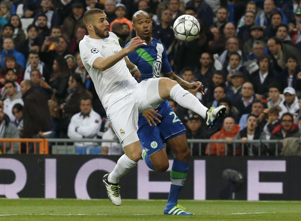 Real Madrid's French striker Karim Benzema (L) fights for the ball with Brazilian defender Ronaldo Aparecido Rodrigues 'Naldo' (R) of Wolfsburg during the UEFA Champions League quarter final second leg match played at Santiago Bernabeu stadium in Madrid, Spain on 12 April 2016. (Photo by Kiko Huesca/EPA)
