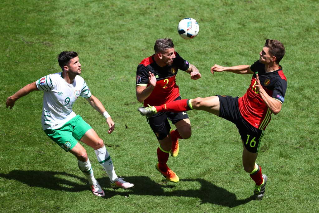 BORDEAUX, FRANCE - JUNE 18: Shane Long of Republic of Ireland compete for the ball with Toby Alderweireld and Thomas Meunier of Belgium during the UEFA EURO 2016 Group E match between Belgium and Republic of Ireland at Stade Matmut Atlantique on June 18, 2016 in Bordeaux, France. (Photo by Dean Mouhtaropoulos/Getty Images)
