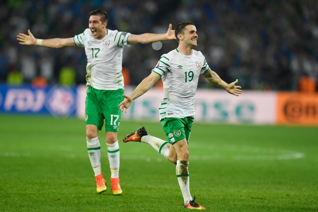 LILLE, FRANCE - JUNE 22: Stephen Ward (L) and Robbie Brady (R) of Republic of Ireland celebrate their team's 1-0 win in the UEFA EURO 2016 Group E match between Italy and Republic of Ireland at Stade Pierre-Mauroy on June 22, 2016 in Lille, France. (Photo by Mike Hewitt/Getty Images)