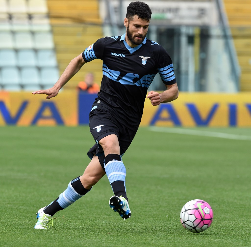 MODENA, ITALY - MAY 08: Antonio Candreva of SS Lazio in action during the Serie A match between Carpi FC and SS Lazio at Alberto Braglia Stadium on May 8, 2016 in Modena, Italy. (Photo by Pier Marco Tacca/Getty Images)