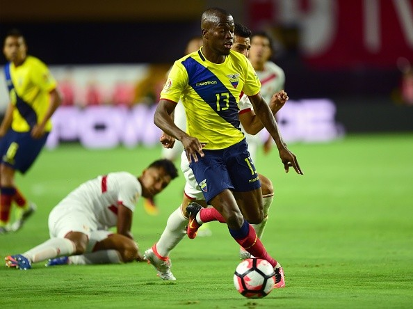 Ecuador's Enner Valencia controls the ball during the Copa America Centenario football tournament match in Glendale, Arizona, United States, on June 8, 2016. / AFP / ALFREDO ESTRELLA (Photo credit should read ALFREDO ESTRELLA/AFP/Getty Images)