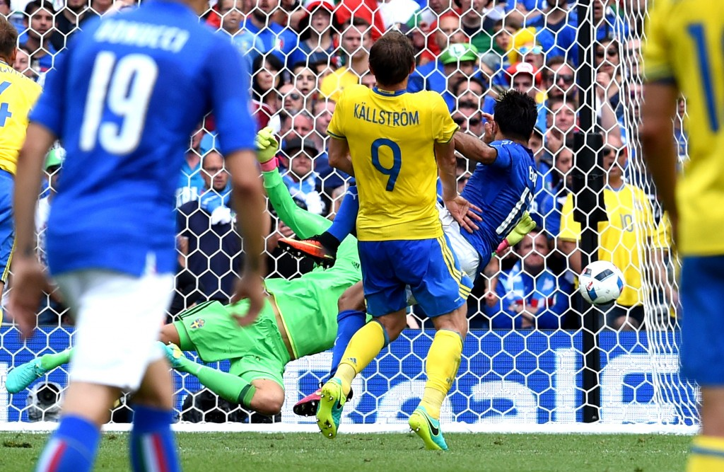 TOULOUSE, FRANCE - JUNE 17: Eder of Italy #17 scores his sides first goal during the UEFA EURO 2016 Group E match between Italy and Sweden at Stadium Municipal on June 17, 2016 in Toulouse, France. (Photo by Claudio Villa/Getty Images)