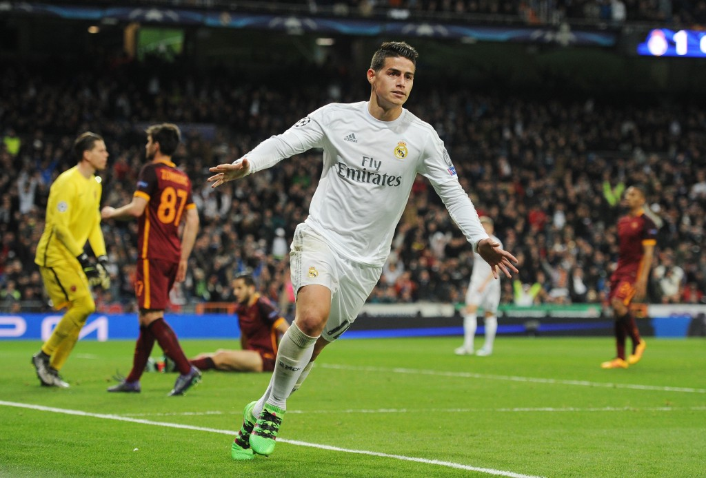 MADRID, SPAIN - MARCH 08: James Rodriguez of Real Madrid celebrates scoring his team's second goal during the UEFA Champions League Round of 16 Second Leg match between Real Madrid and Roma at Estadio Santiago Bernabeu on March 8, 2016 in Madrid, Spain. (Photo by Denis Doyle/Getty Images)