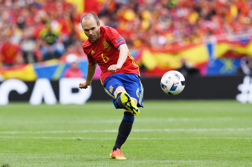TOULOUSE, FRANCE - JUNE 13: Andres Iniesta of Spain shoots at goal during the UEFA EURO 2016 Group D match between Spain and Czech Republic at Stadium Municipal on June 13, 2016 in Toulouse, France. (Photo by David Ramos/Getty Images)