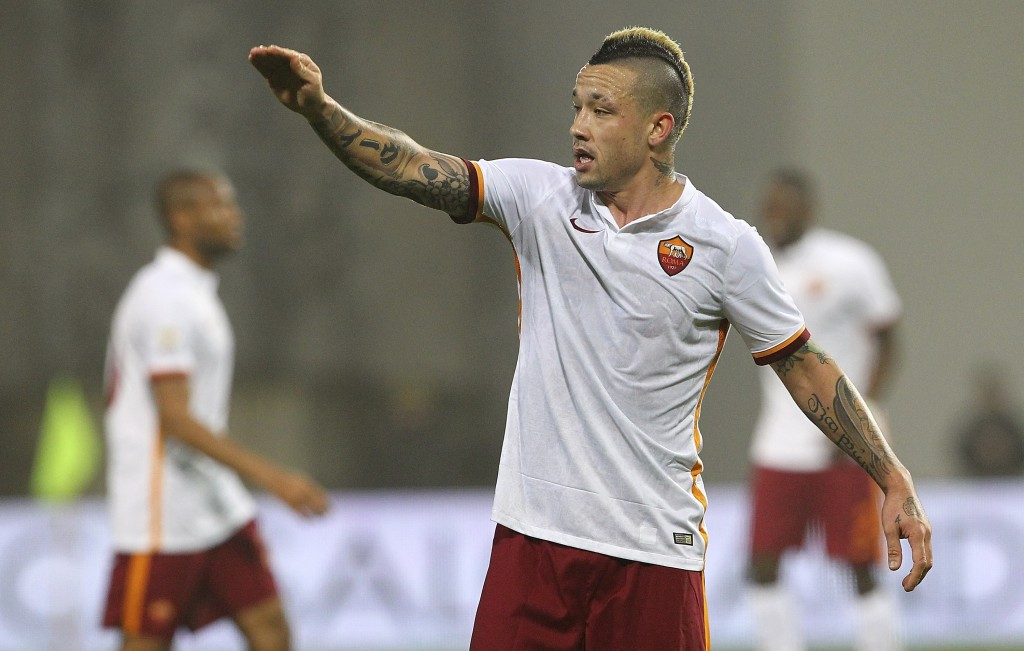 REGGIO NELL'EMILIA, ITALY - FEBRUARY 02: Radja Nainggolan of AS Roma gestures during the Serie A match between US Sassuolo Calcio and AS Roma at Mapei Stadium - Città del Tricolore on February 2, 2016 in Reggio nell'Emilia, Italy. (Photo by Marco Luzzani/Getty Images)