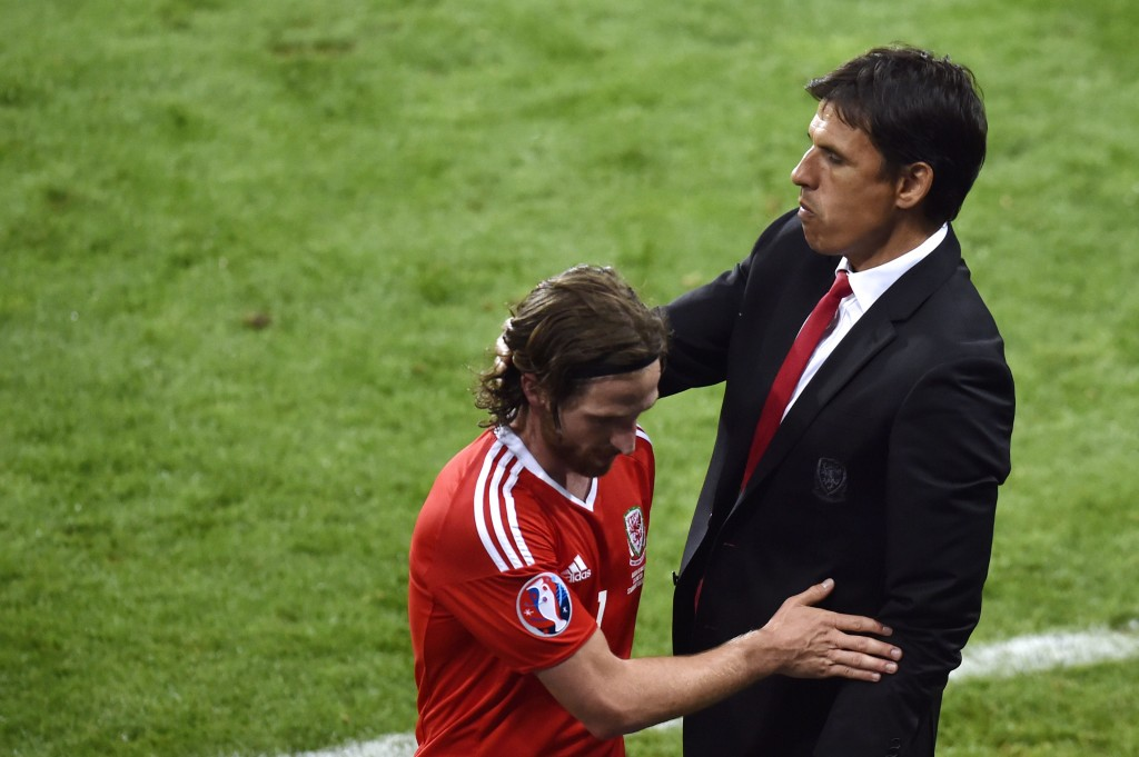 Wales' coach Chris Coleman reacts to Wales' midfielder Joe Allen as he leaves the pitch during the Euro 2016 group B football match between Russia and Wales at the Stadium Municipal in Toulouse on June 20, 2016. / AFP / Pascal PAVANI (Photo credit should read PASCAL PAVANI/AFP/Getty Images)