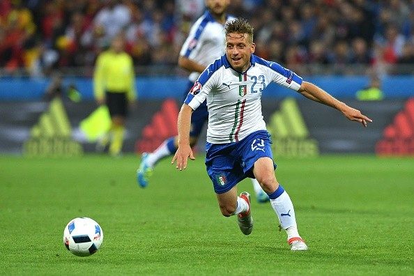 Italy's midfielder Emanuele Giaccherini runs with the ball during the Euro 2016 group E football match between Belgium and Italy at the Parc Olympique Lyonnais stadium in Lyon on June 13, 2016. / AFP / VINCENZO PINTO (Photo credit should read VINCENZO PINTO/AFP/Getty Images)