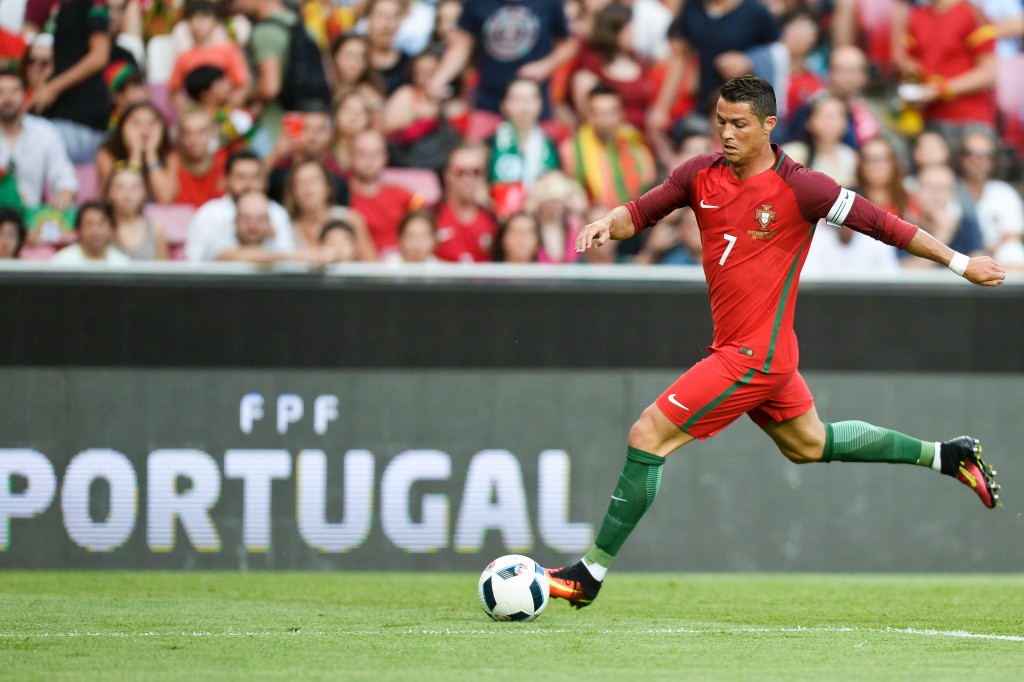 Portugal's forward Cristiano Ronaldo controls the ball during the friendly football match Portugal vs Estonia at Luz stadium in Lisbon on June 8, 2016, in preparation for the upcoming UEFA Euro 2016 Championship. / AFP / PATRICIA DE MELO MOREIRA (Photo credit should read PATRICIA DE MELO MOREIRA/AFP/Getty Images)