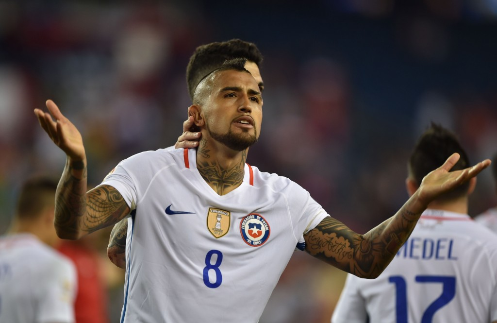 Chile's Arturo Vidal celebrates after scoring a penalty against Bolivia during the Copa America Centenario football tournament in Foxborough, Massachusetts, United States, on June 10, 2016. / AFP / Hector RETAMAL (Photo credit should read HECTOR RETAMAL/AFP/Getty Images)