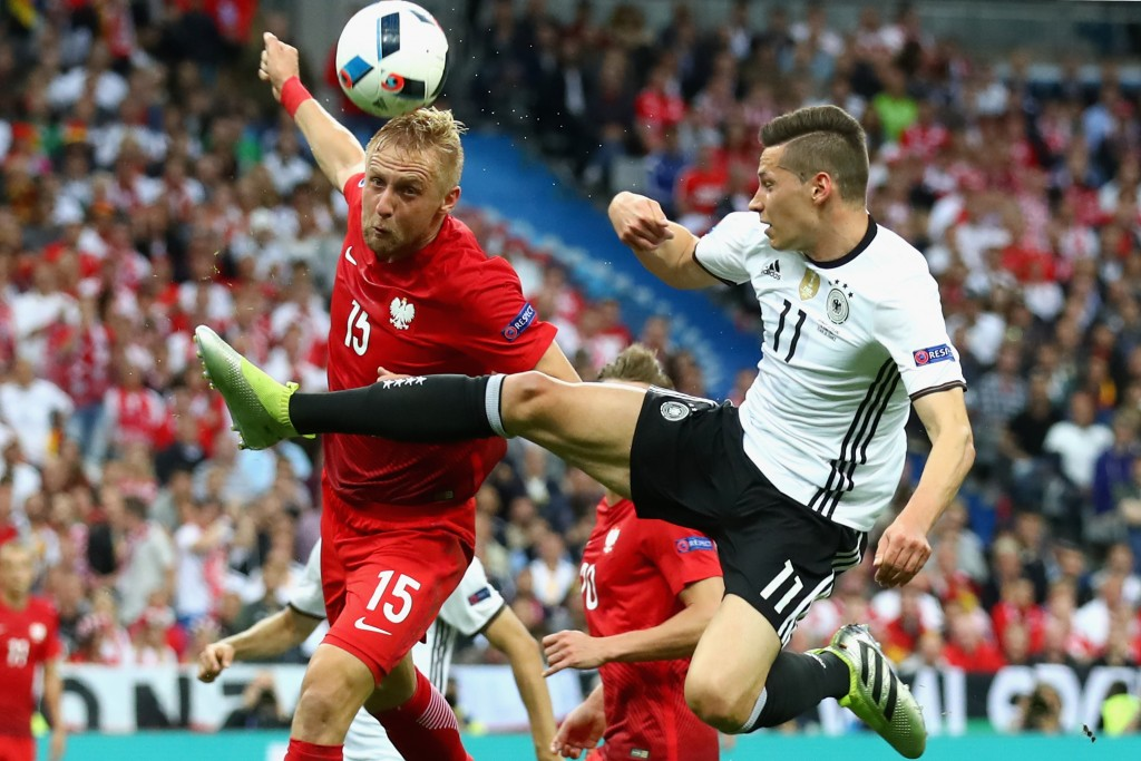 PARIS, FRANCE - JUNE 16: Toni Kroos (R) of Germany battles for the ball with Kamil Glik during the UEFA EURO 2016 Group C match between Germany and Poland at Stade de France on June 16, 2016 in Paris, France. (Photo by Alexander Hassenstein/Getty Images)