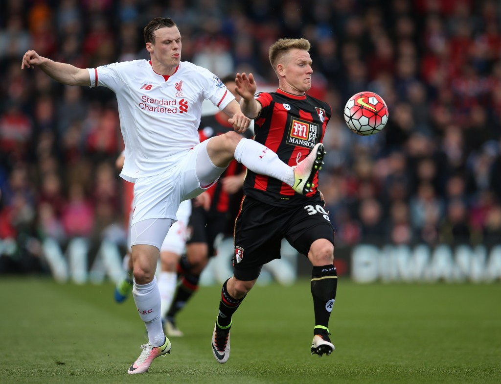 BOURNEMOUTH, ENGLAND - APRIL 17: Brad Smith of Liverpool and Matt Ritchie of Bournemouth battle for posession during the Barclays Premier League match between A.F.C. Bournemouth and Liverpool at the Vitality Stadium on April 17, 2016 in Bournemouth, England. (Photo by Steve Bardens/Getty Images)