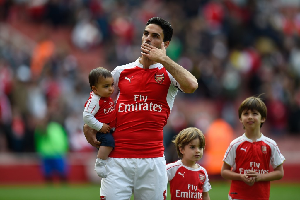LONDON, UNITED KINGDOM - MAY 15: Mikel Arteta of Arsenal applauds supporters after the Barclays Premier League match between Arsenal and Aston Villa at Emirates Stadium on May 15, 2016 in London, England. (Photo by Mike Hewitt/Getty Images)
