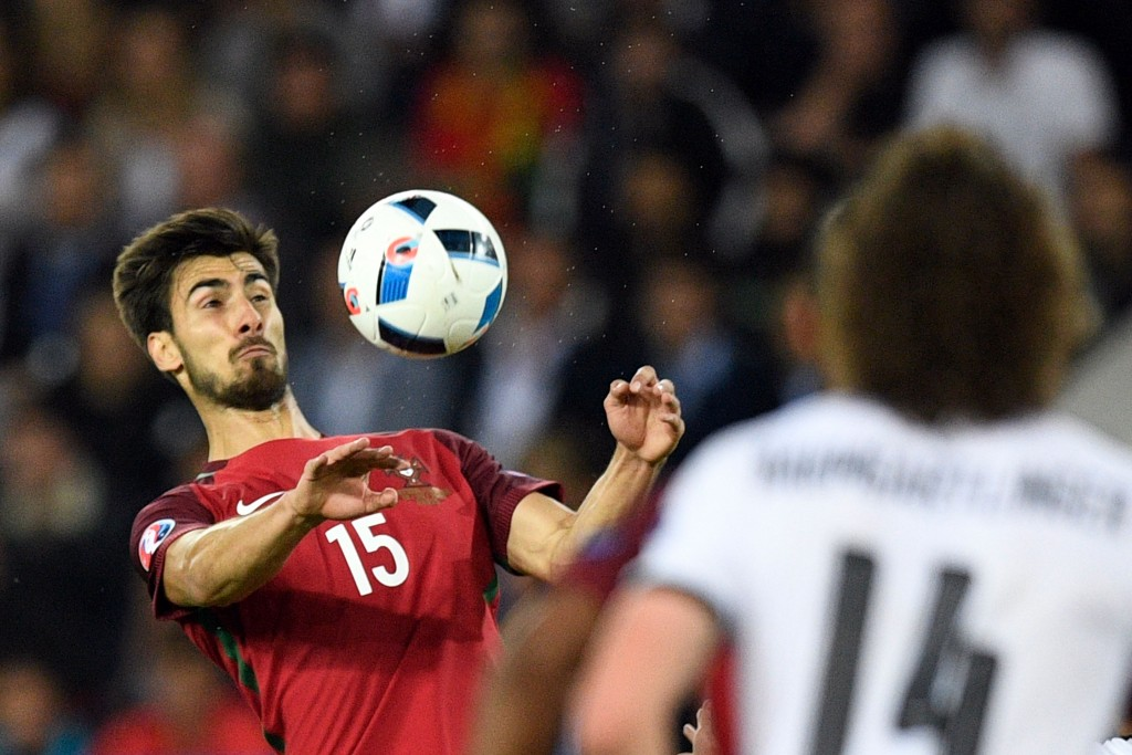 Portugal's midfielder Andre Gomes (L) plays the ball during the Euro 2016 group F football match between Portugal and Austria at the Parc des Princes in Paris on June 18, 2016. / AFP / MARTIN BUREAU (Photo credit should read MARTIN BUREAU/AFP/Getty Images)