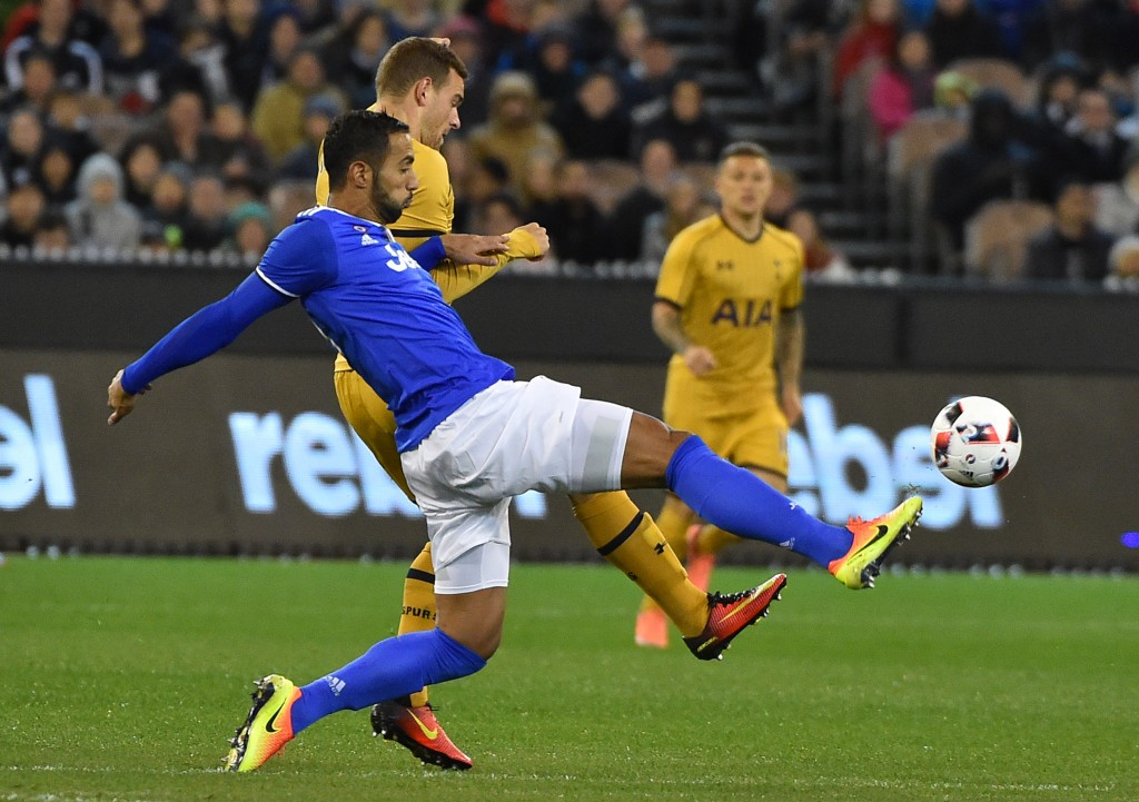 Juventus defender Medhi Benatia (front) fights for the ball with Tottenham Hotspur's Vincent Janssen (partially obscured) during the International Champions Cup football match between Italy's Serie A team Juventus and Premier League team Tottenham Hotspur in Melbourne on July 26, 2016. / AFP / Paul Crock / IMAGE RESTRICTED TO EDITORIAL USE - STRICTLY NO COMMERCIAL USE (Photo credit should read PAUL CROCK/AFP/Getty Images)