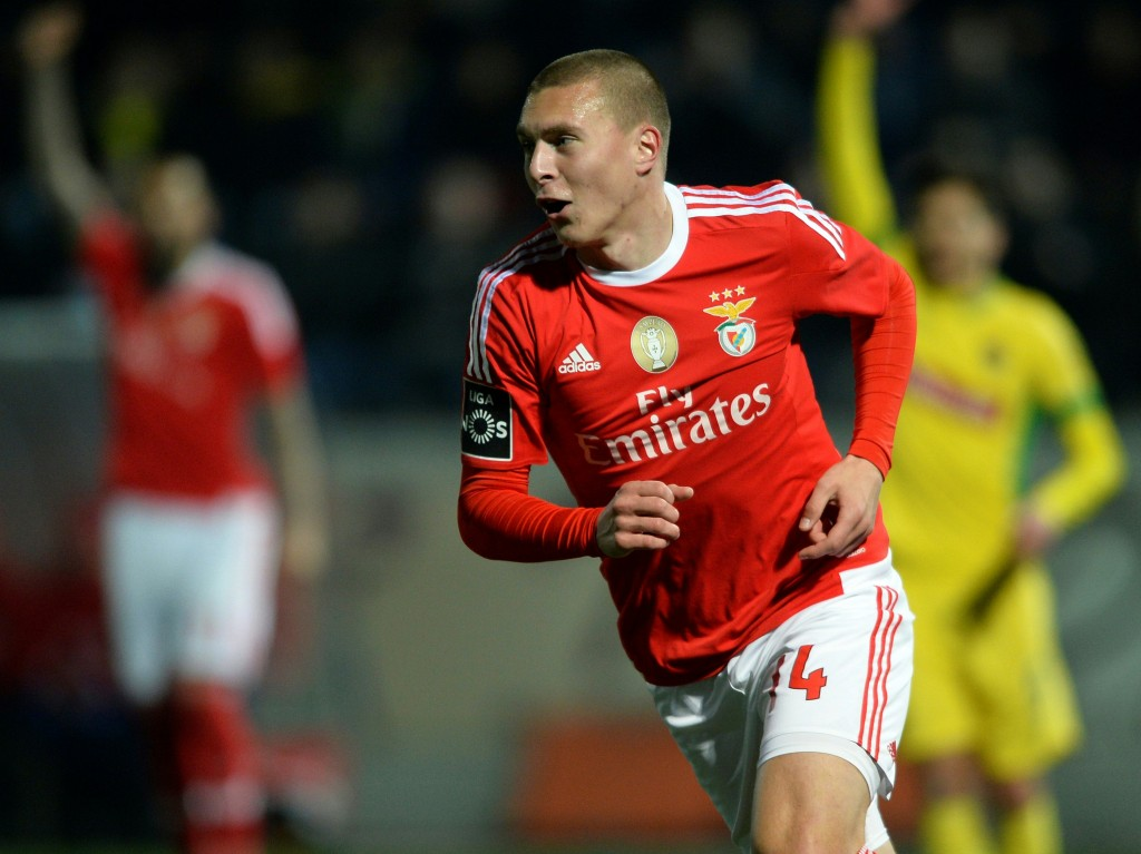 Benfica's Swedish defender Victor Nilsson-Lindelof celebrates after scoring a goal during the Portuguese league football match FC Pacos de Ferreira vs SL Benfica at the Capital do Movel stadium in Pacos de Ferreira on February 20, 2016. / AFP / MIGUEL RIOPA (Photo credit should read MIGUEL RIOPA/AFP/Getty Images)