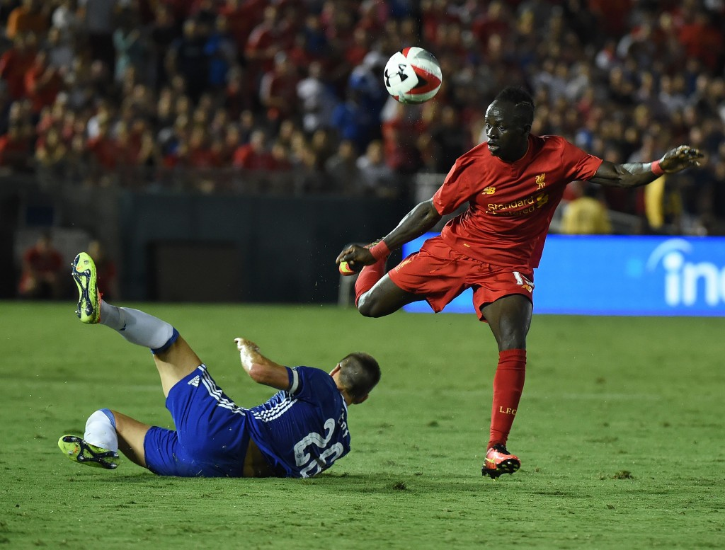 Defender John Terry of Chelsea (L) clashes with Forward Sadio Mane of Liverpool (R) during their International Champions Cup (ICC) game at the Rose Bowl Stadium in Pasadena, California on July 27, 2016. / AFP / Mark Ralston (Photo credit should read MARK RALSTON/AFP/Getty Images)
