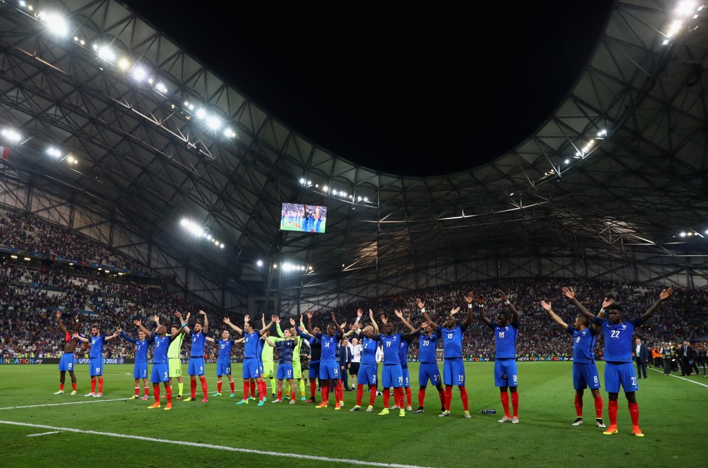 MARSEILLE, FRANCE - JULY 07: France players celebrate their team's 2-0 win in the UEFA EURO semi final match between Germany and France at Stade Velodrome on July 7, 2016 in Marseille, France. (Photo by Lars Baron/Getty Images)