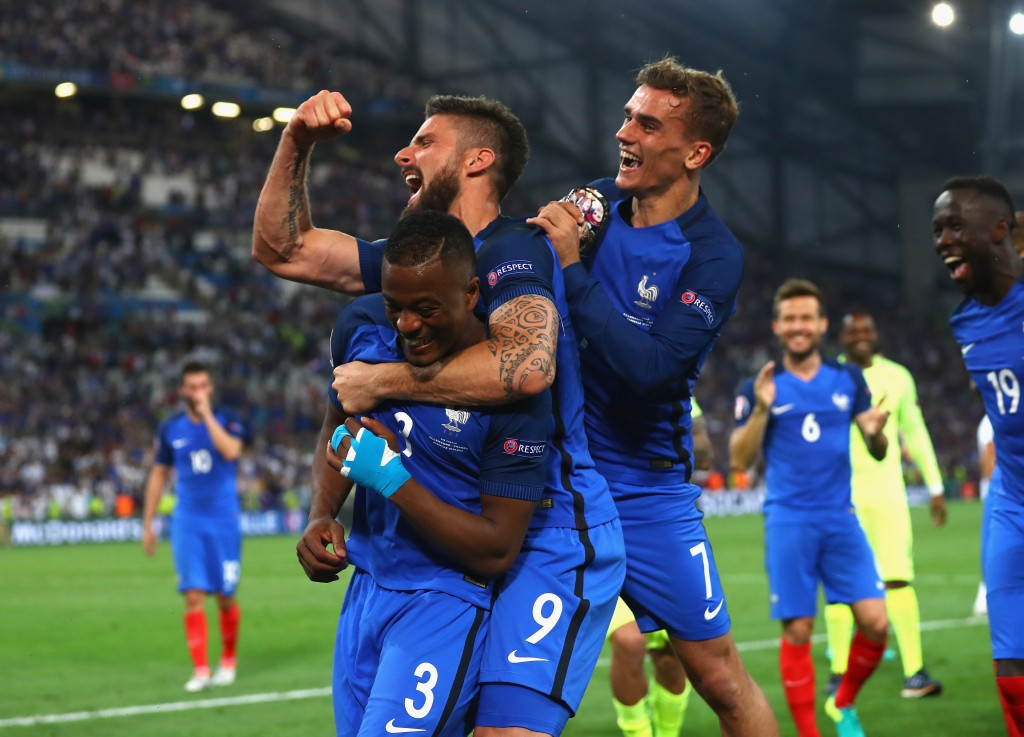 MARSEILLE, FRANCE - JULY 07: (L to R) Patrice Evra, Olivier Giroud and Antoine Griezmannof France celebrate their team's 2-0 win in the UEFA EURO semi final match between Germany and France at Stade Velodrome on July 7, 2016 in Marseille, France. (Photo by Lars Baron/Getty Images)