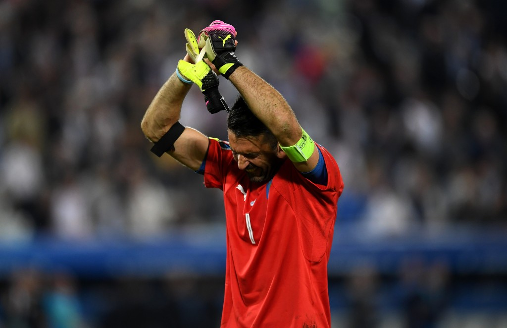 BORDEAUX, FRANCE - JULY 02: Dejected Gianluigi Buffon of Italy applauds the supporterrs after his team's defeat through the penalty shootout after the UEFA EURO 2016 quarter final match between Germany and Italy at Stade Matmut Atlantique on July 2, 2016 in Bordeaux, France. (Photo by Laurence Griffiths/Getty Images)