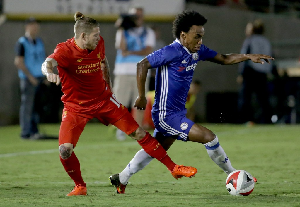 PASADENA, CA - JULY 27: Willian # 22 of Chelsea is pursued by Alberto Moreno #18 of Liverpool in the second half during the 2016 International Champions Cup at Rose Bowl on July 27, 2016 in Pasadena, California. Chelsea defeated Liverpool 1-0. (Photo by Jeff Gross/Getty Images)