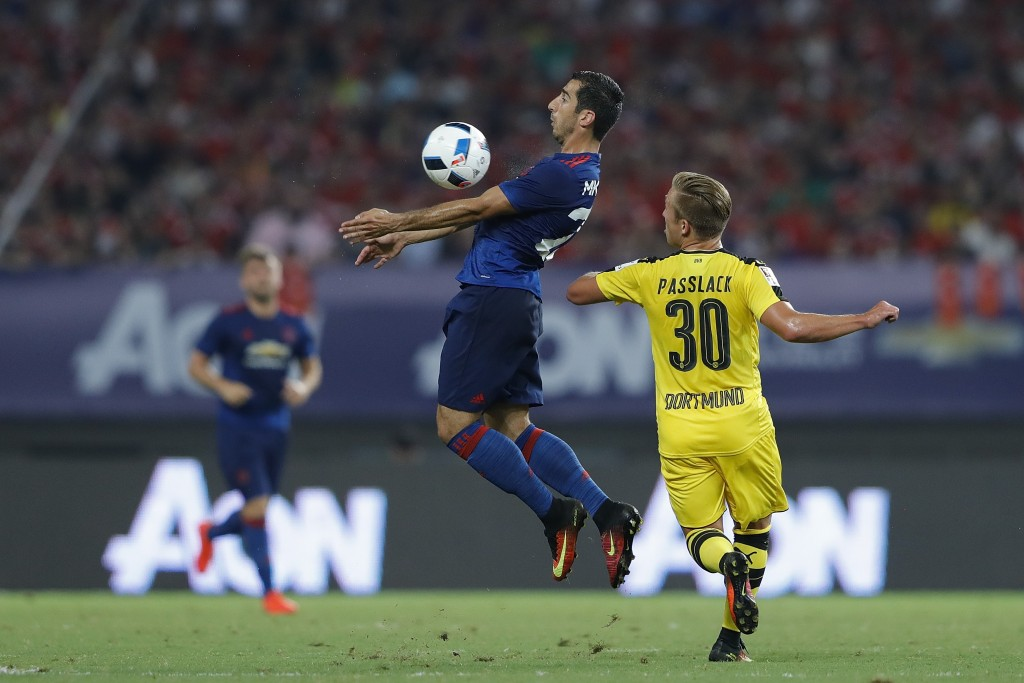 SHANGHAI, CHINA - JULY 22: Henrikh Mkhitaryan (L) of Manchester United competes for the ball with Felix Passlack of Borussia Dortmund during the International Champions Cup match between Manchester United and Borussia Dortmund at Shanghai Stadium on July 22, 2016 in Shanghai, China. (Photo by Lintao Zhang/Getty Images)