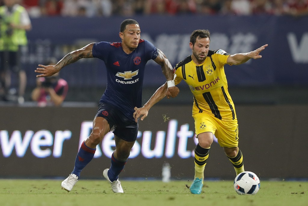 SHANGHAI, CHINA - JULY 22: Memphis Depay (L) of Manchester United competes for the ball with Gonzalo Castro of Borussia Dortmund during the International Champions Cup match between Manchester United and Borussia Dortmund at Shanghai Stadium on July 22, 2016 in Shanghai, China. (Photo by Lintao Zhang/Getty Images)