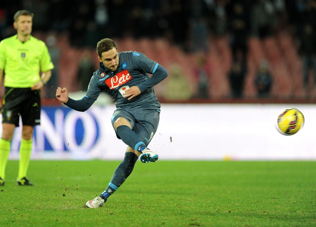 NAPLES, ITALY - JANUARY 22: Gonzalo Higuain score the rigor of victory during the TIM Cup match between SSC Napoli and Udinese Calcio at Stadio San Paolo on January 22, 2015 in Naples, Italy. (Photo by Getty Images/Getty Images)