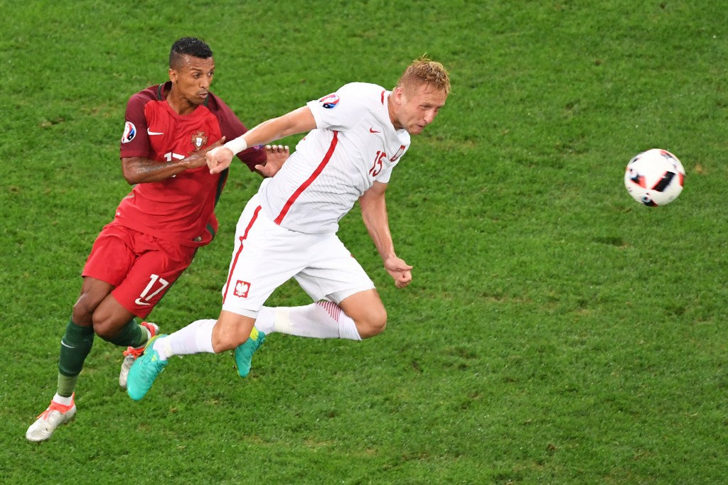 TOPSHOT - Portugal's forward Nani (L) vies with Poland's defender Kamil Glik during the Euro 2016 quarter-final football match between Poland and Portugal at the Stade Velodrome in Marseille on June 30, 2016. / AFP / BORIS HORVAT (Photo credit should read BORIS HORVAT/AFP/Getty Images)