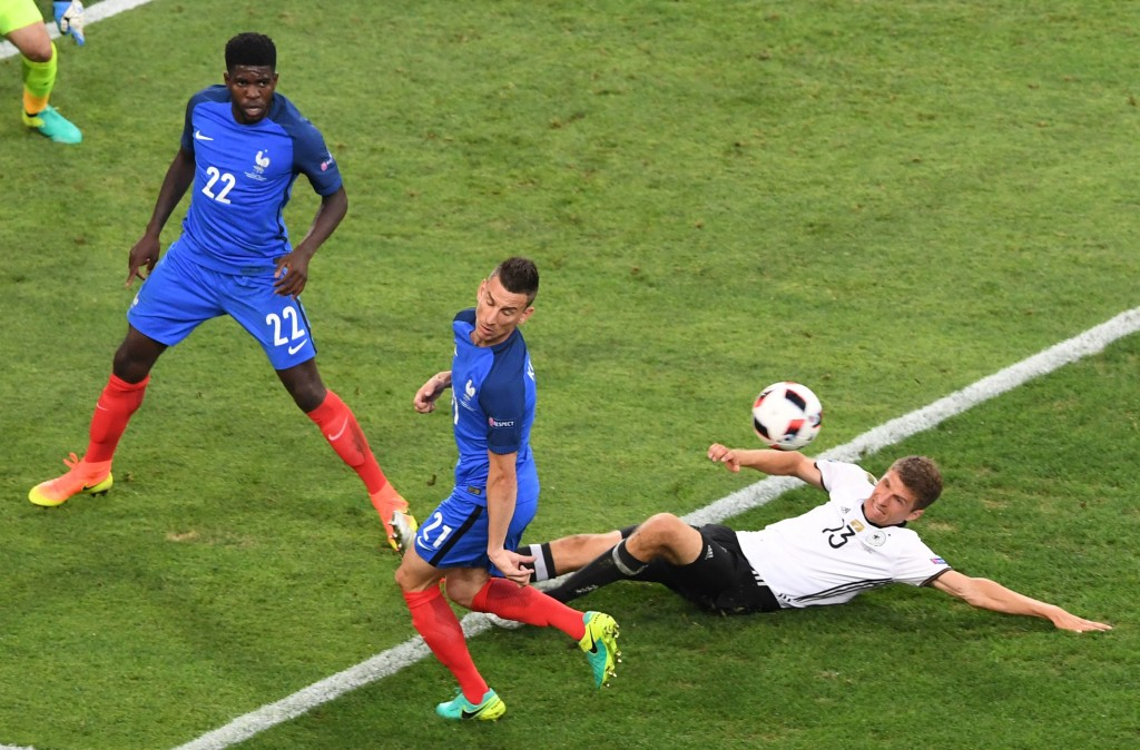 France's defender Samuel Umtiti (L) and France's defender Laurent Koscielny (C) vie for the ball with Germany's midfielder Thomas Mueller during the Euro 2016 semi-final football match between Germany and France at the Stade Velodrome in Marseille on July 7, 2016. / AFP / BORIS HORVAT (Photo credit should read BORIS HORVAT/AFP/Getty Images)