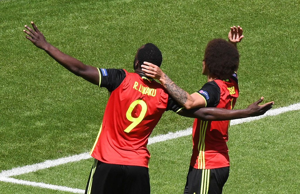 Belgium's forward Romelu Lukaku (L) celebrates his second goal, and his team's third, with Belgium's midfielder Axel Witsel during the Euro 2016 group E football match between Belgium and Ireland at the Matmut Atlantique stadium in Bordeaux on June 18, 2016. / AFP / MEHDI FEDOUACH (Photo credit should read MEHDI FEDOUACH/AFP/Getty Images)